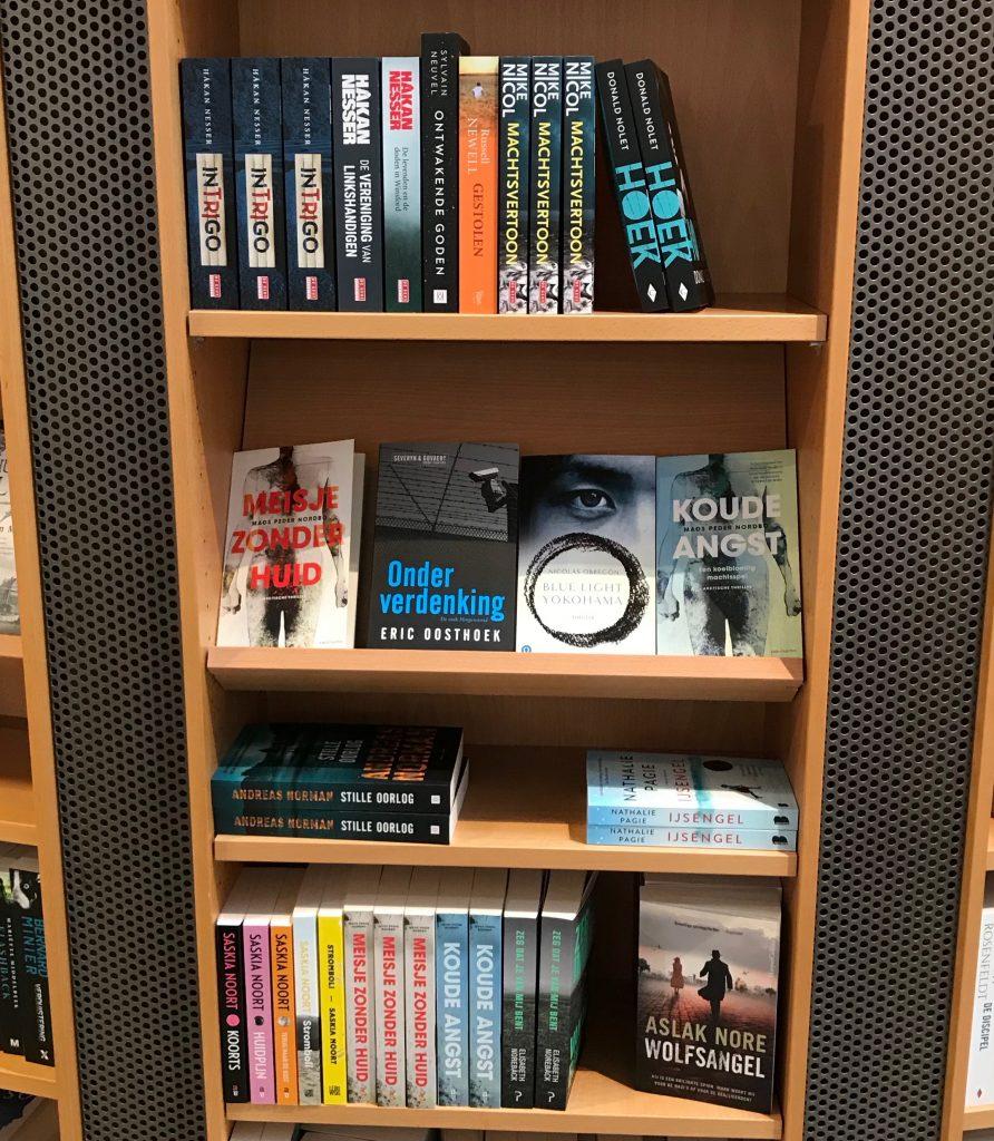 In de schappen bij boekhandel De Drukkery in Middelburg