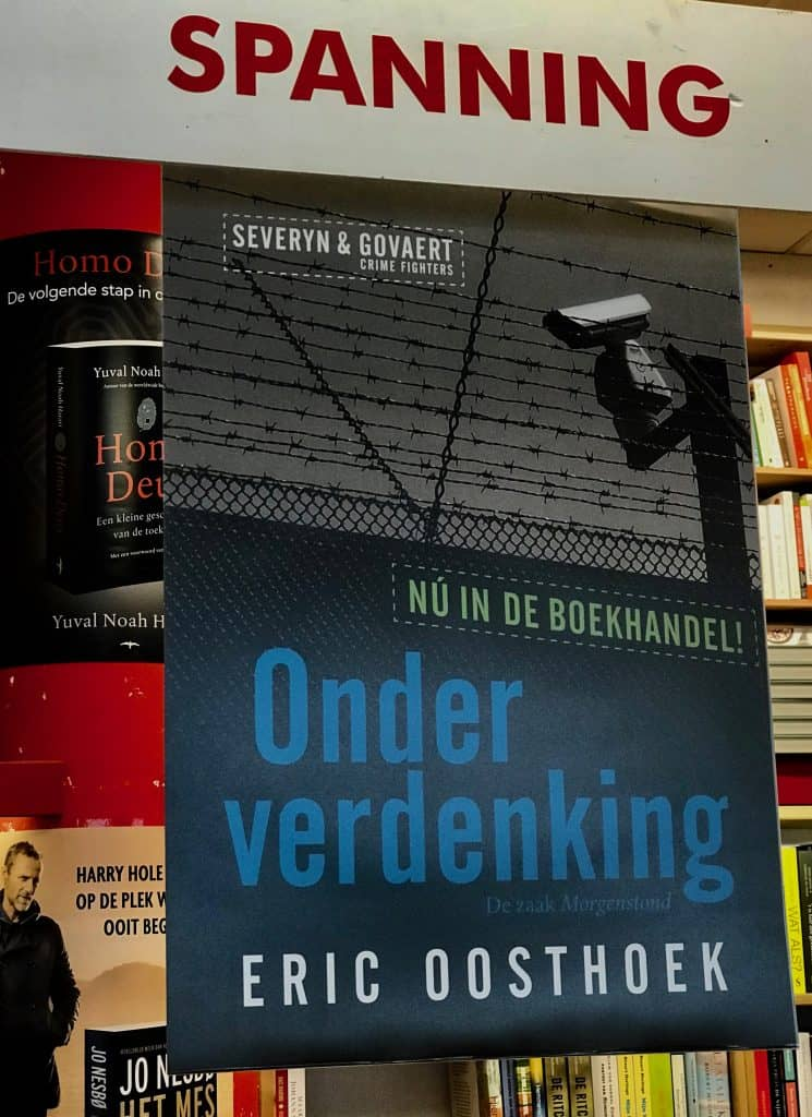 De affiche prominent bij boekhandel Island Boekholt in Amsterdam
